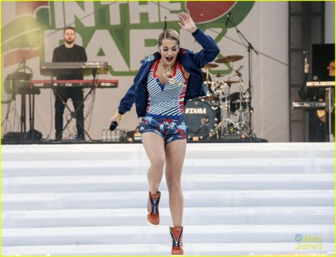 rita-ora-energy-in-the-park-07