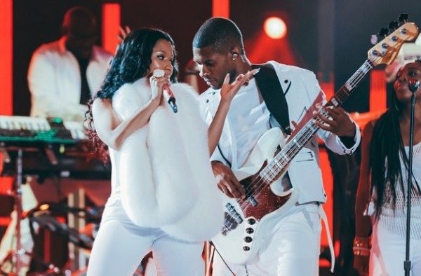 usher-and-nicki-minaj-perform-she-came-to-give-it-to-you-2014-mtv-vmas-christal_rock-e1409013117931