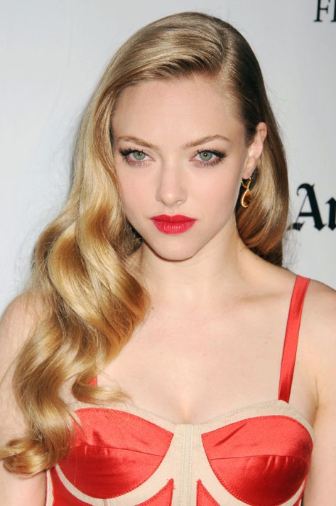 hbz-holiday-hair-amanda-seyfried-xln.holiday_hairdos
