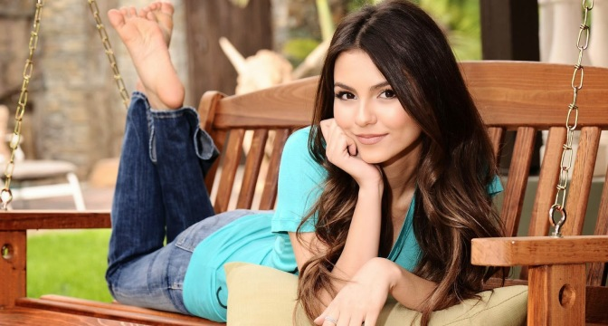 """Victoria Justice is """"Eye Candy"""""""