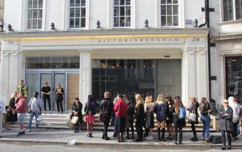 victoria-beckham-shop-queues