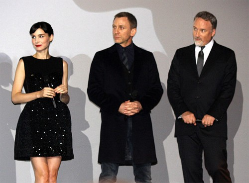 800px-Rooney_Mara,_Daniel_Craig_and_David_Fincher_(2012)