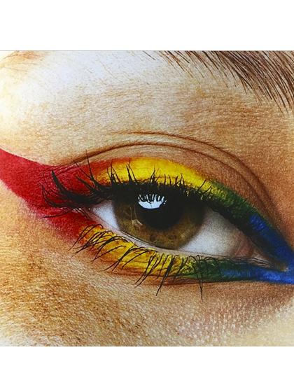 best-instagrams-wahnails-rainbow-eyeliner