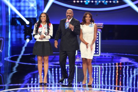 "CELEBRITY FAMILY FEUD - ""Anthony Anderson vs Toni Braxton and Monica Potter vs Curtis Stone"" - The series premiere of ""Celebrity Family Feud"" will feature actor Anthony Anderson's (""black-ish"") family vs. 7-time Grammy Award-winning artist Toni Braxton and her sisters; and in a separate game, family members from Australian celebrity chef Curtis Stone and actress Monica Potter will spar off against each other to win money for a charity of their choice. Hosted by Steve Harvey, the highly popular multi-hyphenate standup comedian, actor, author, deejay and Emmy Award-winning talk-show and game-show host, ""Celebrity Family Feud"" premieres on SUNDAY, JUNE 21 (8:00-9:00 p.m., ET/PT) on the ABC Television Network. (ABC/Adam Taylor) TAMAR BRAXTON, STEVE HARVEY, TOWANDA BRAXTON"